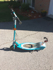Motorized scooter with charging pack!