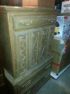 Bedroom set /king Size Headboard  London Ontario image 1