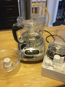 New kitchen aid food processor with attachments