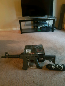 Bravo one tpn paint ball gun with co2 tank and 1800 paintballs