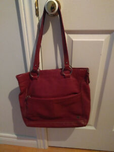 BEAUTIFUL LEATHER RED PURSE 0598f70c287dd