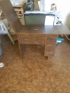 Sewing machine stand/ table