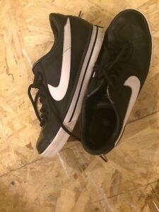 Men's nikes size 9 Peterborough Peterborough Area image 1