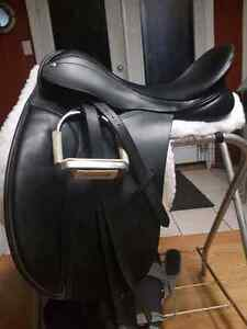 County connection dressage saddle 17.5 seat