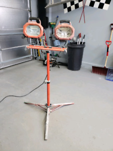 Utility double work light on stand