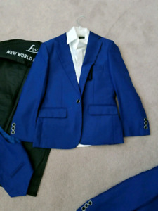 Boys 3 piece suit.  size 5 like New CONDITION