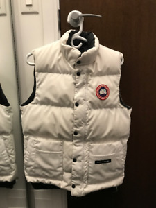 Authentic Small Adult White Canada Goose Vest 10/10