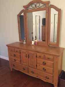Solid wood Pallizer King size bedroom suite. 5 Pieces Cambridge Kitchener Area image 3