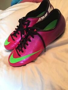 Mint condition ladies soccer cleats
