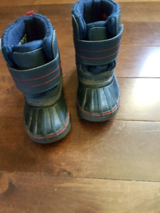 Winter boots size 5 toddler