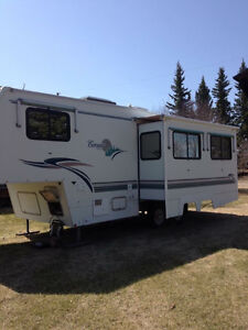 REDUCED TO SELL - 1998 Corsair Excella 5th Wheel