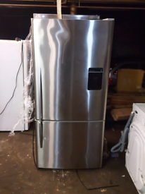 FISHER &PAYKEL STAINLESS STEEL AMERICAN STYLE FRIDGE FREEZER WITH WATE