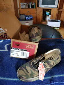 Vans OFF THE WALL Authentic Camo Women's Shoes - 5.5
