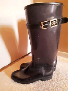 Size 8 insulated rubber boots