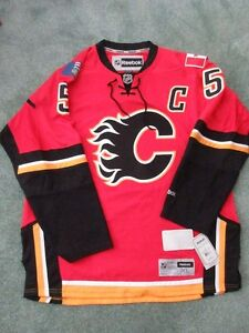 BRAND NEW Calgary Flames Jersey Giordano autographed XL jersey
