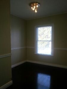 Beautiful Room - East Hill - Available May 1st