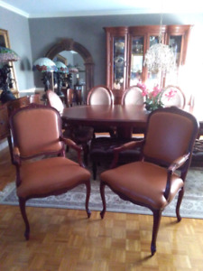 2 beautiful caramel leather arm chairs chaises