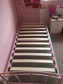 Single bed Pink Hearts
