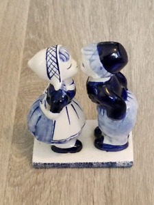 Vintage Delft Blue Hand Painted Kissing Boy And Girl Figurine