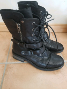 Softmoc Boots Size 8 Mint Condition