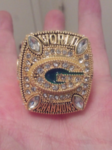 GREEN BAY PACKERS LARGE HEAVY SUPER BOWL CHAMPIONSHIP RING.