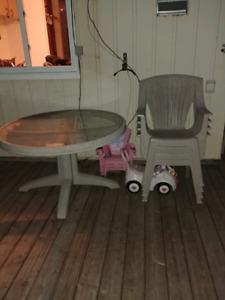 Set patio avec chaises