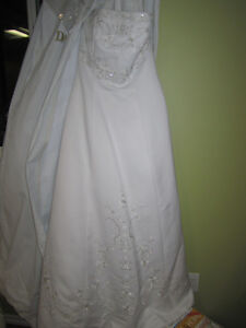 ****White wedding gown, strapless, lace up back with small train