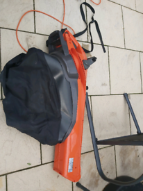 Garden vacuum blower