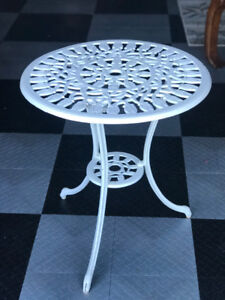 GREAT OUTDOOR/INDOOR TABLE FOR SALE!