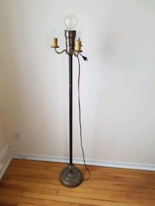 Lampe torchère sur pied antique