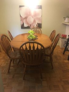 Solid Maple Vilas Dining Table Set