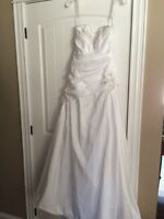 ***NWT Beautiful White Wedding Gown***