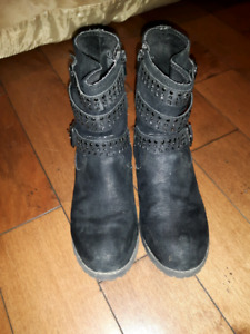 Justice boots size 3