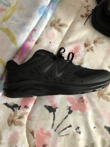 New Men's Black New Balance Sneakers, size 9 Wide