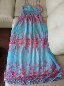 Beautiful Floral Maxi Dress (size Large, Brand new with tag)