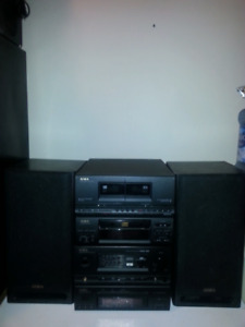 Aiwa Bookshelf Stereo system CD Cassette Radio W/ Speakers