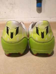 Boys Adidas Messi Outdoor Soccer Cleats Size 1 London Ontario image 2