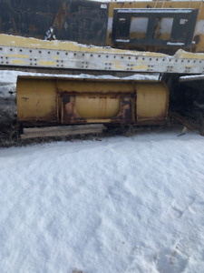 8' snow pusher with universal skid steer mount