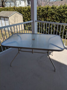 Table patio et 4 chaises