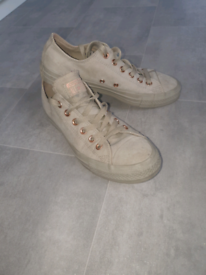 KHAKI AND ROSE GOLD CONVERSE SIZE 6