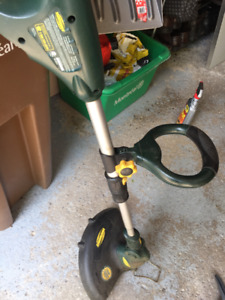 Yard trimmer / coupe-bordure
