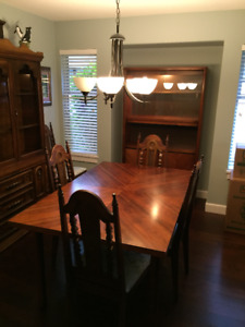 WALNUT DINING ROOM TABLE AND CHINA CABINET AND SIX CHAIRS