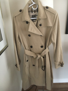 AUTHENTIC  BURBERRY  TRENCH COAT WOMEN  SIZE 12 US