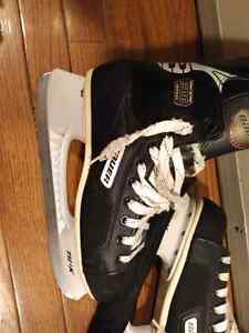Bauer 300 junior skates