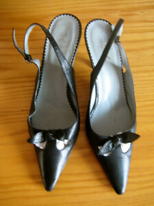Buttery black leather BCBG pumps, size 9, paid $100! London Ontario image 1