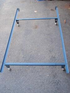 Cadre de lit simple ou double / Bed Frame
