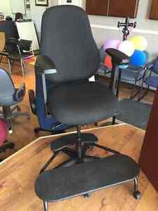 Chaises, classeurs, mobilier de bureau....