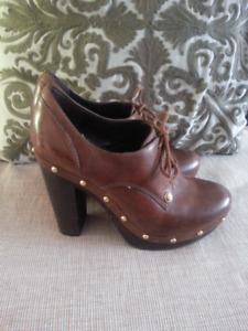 VINCE CAMUTO ANKLE BOOTS size 8,5