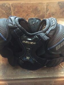 Bauer Jr. large shoulder pads