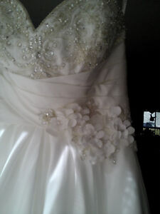 Stunning gown - no need to order Cambridge Kitchener Area image 2